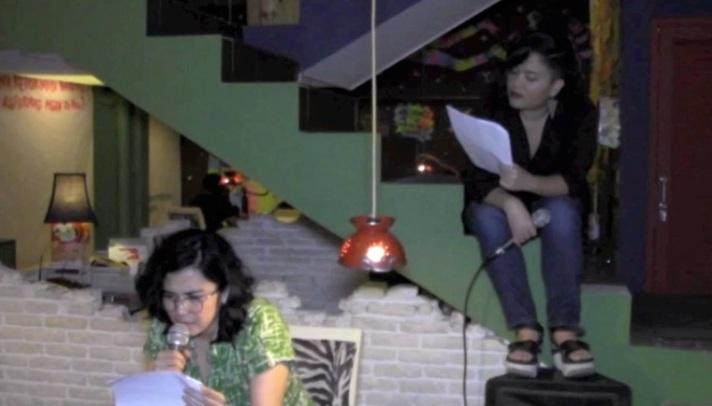 Dinda and Tika reading 3